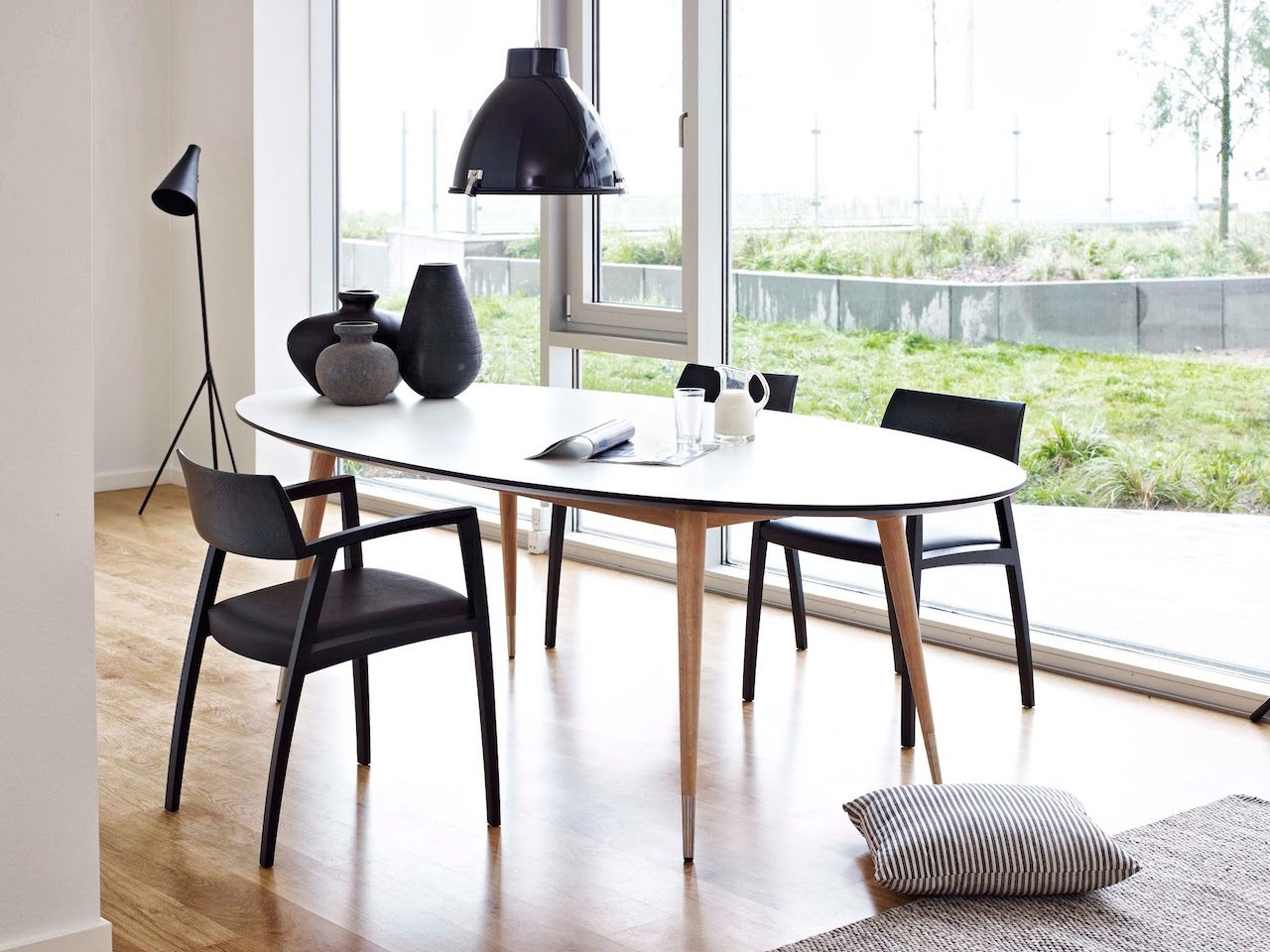 naver collection point gm9942 gm9952 ovaler tisch nordic urban gmbh. Black Bedroom Furniture Sets. Home Design Ideas