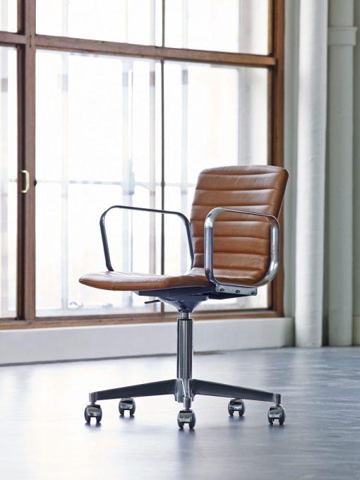 Magnus Olsen – Butterfly Swivel Office Chair3